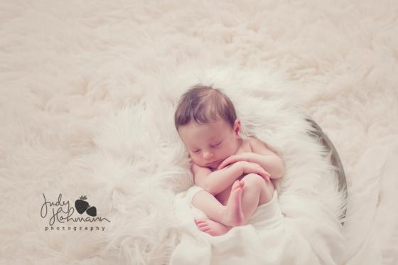 Babyfotograf_Hannover_niedliches_Neugeborenenfoto