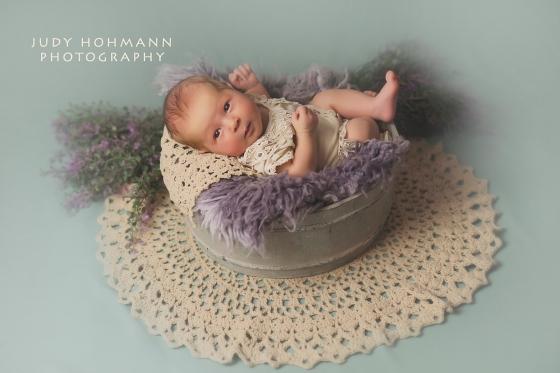 Baby_wach_Blumen_Fotograf_Hannover