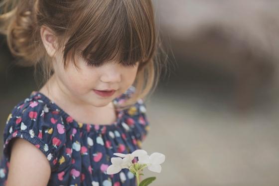 Kinderfoto_Blume_Natur