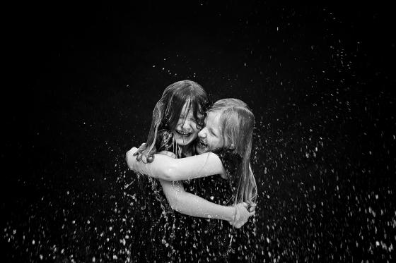 Schwestern_Wasser_Kindheitserinnerung